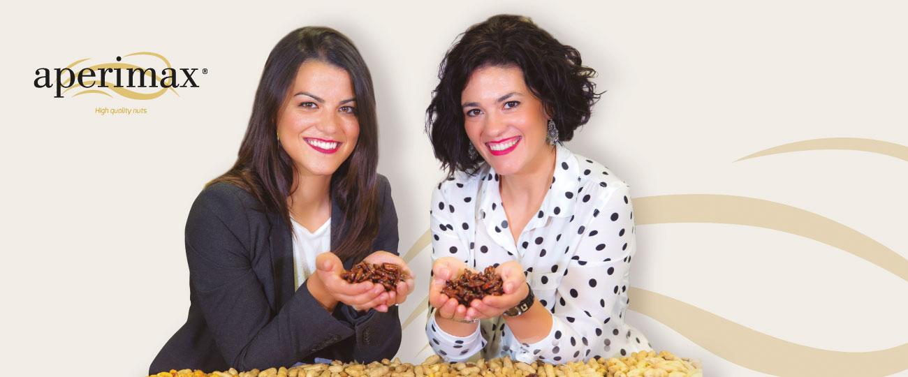 Tanya y Laura cacahuetes manos